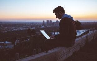 Можно эффективно работать откуда угодно — всего-то нужен мощный ноутбук