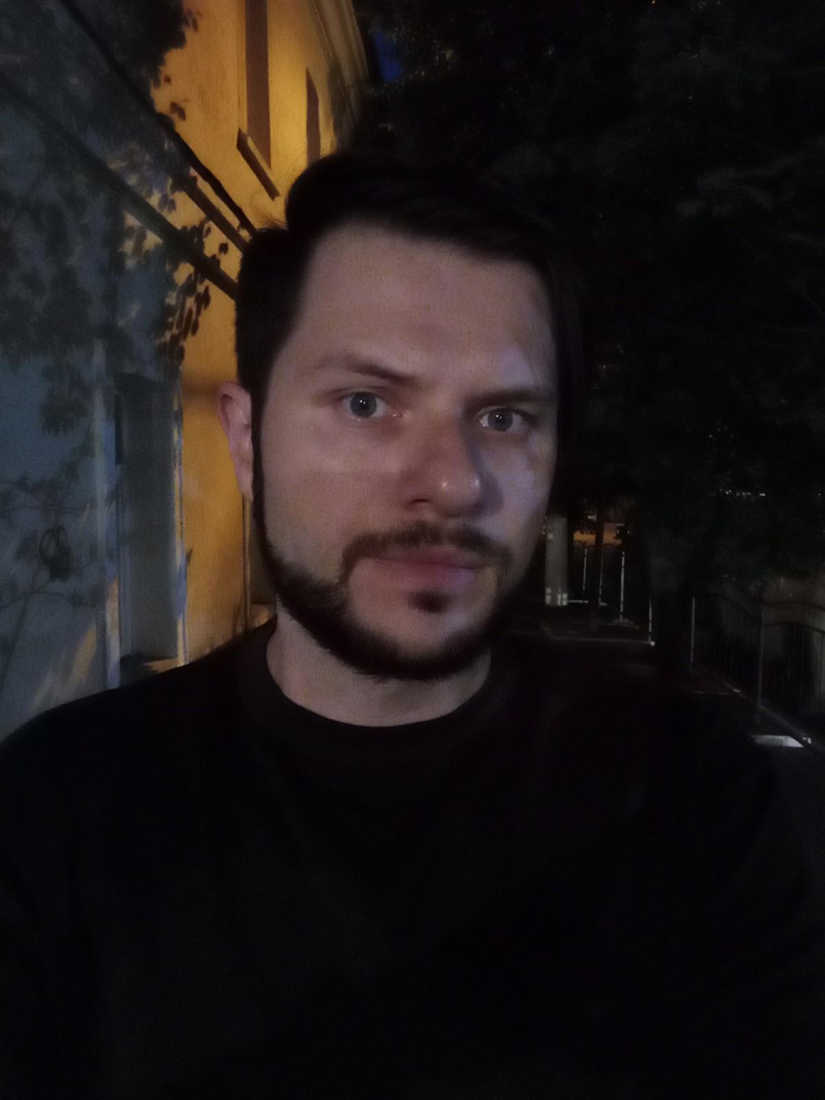 Пример ночного фото с фронтальной камеры Infinix HOT 10S