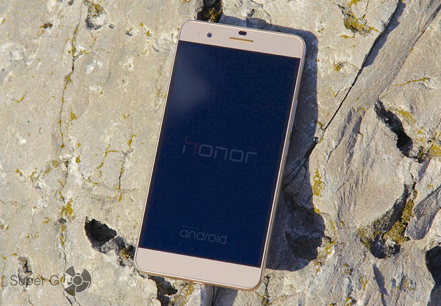 Лицевая сторона Huawei Honor 6 Plus