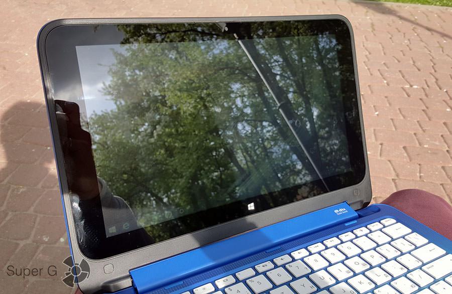Экран HP Stream x360 на солнце