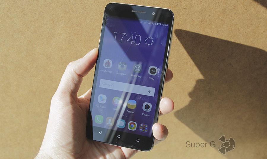 Дисплей Huawei Honor 4X на солнце