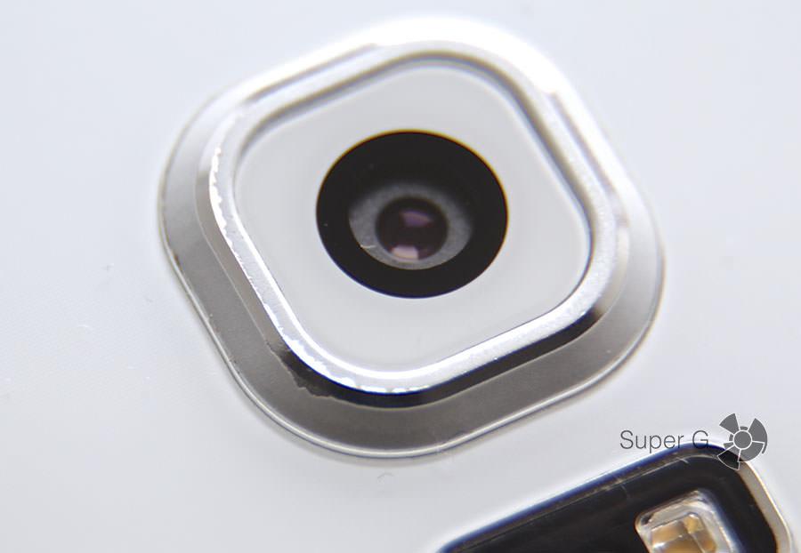 Краска на объективе камеры быстро обтирается