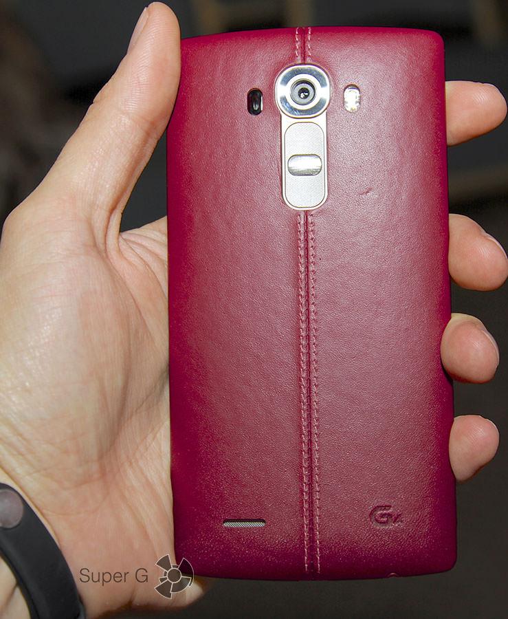 Красный или бордовый LG G4