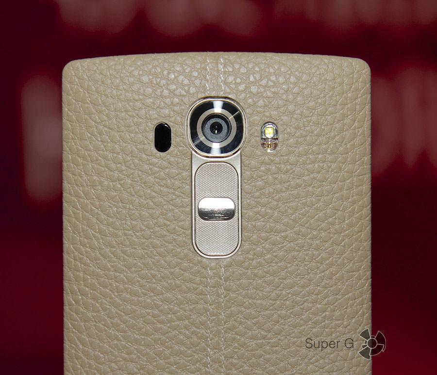 Светло-серый или бежевый LG G4