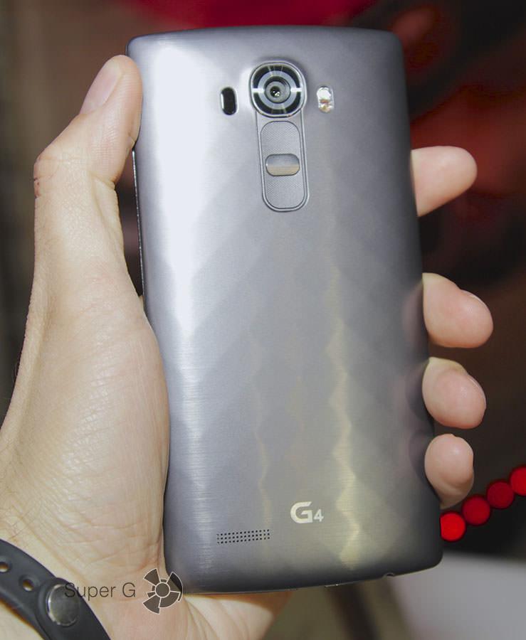 Темный, серый LG G4