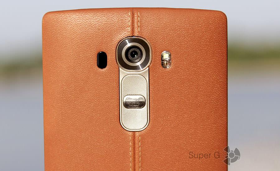 Задняя камера и клавиши управления смартфоном