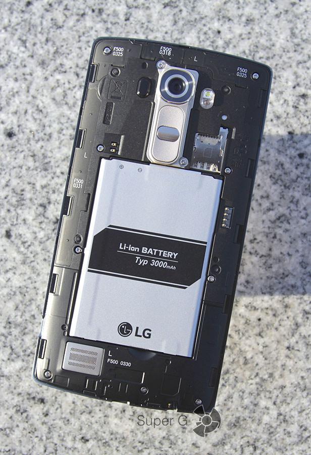 Под крышкой LG G4 аккумулятор