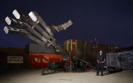 Огромная роботизированная рука
