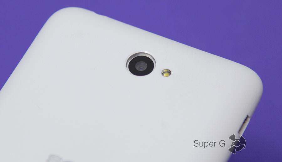 Задняя камера смартфона Sony Xperia E4