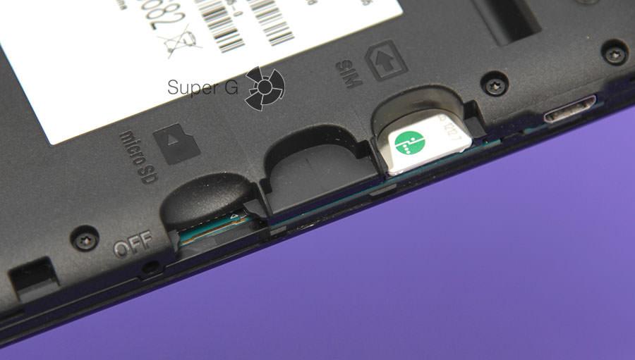 Слот для установки карты памяти и SIM-карты