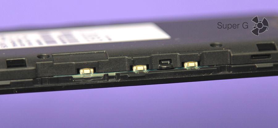 Кнопки под крышкой смартфона Sony Xperia E4