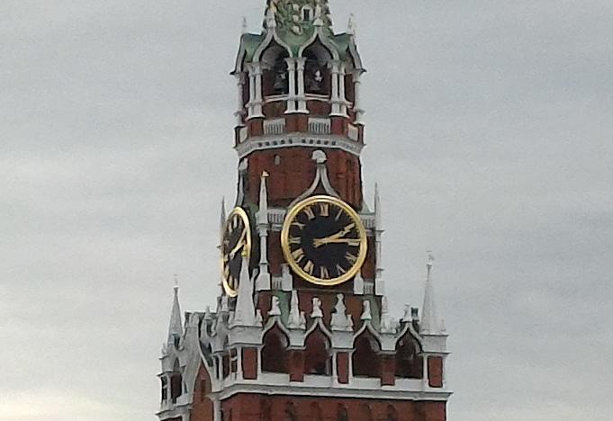100-процентный кроп фото в 13 мегапикселей (башня)