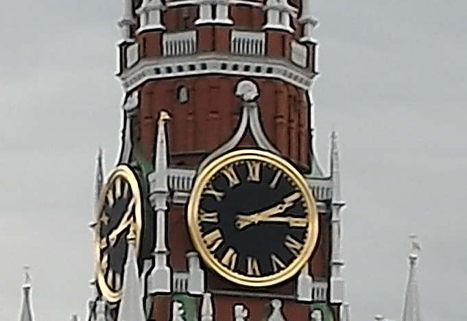 100-процентный кроп фото в 51 мегапиксель (башня)