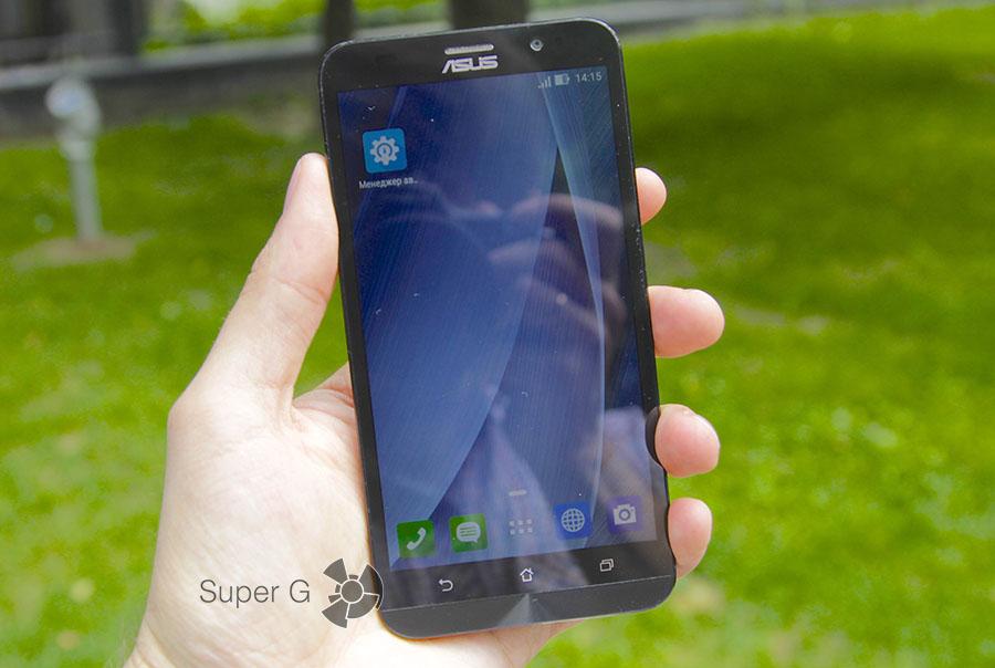 Дисплей Asus Zenfone 2 ZE551ML при дневном освещении