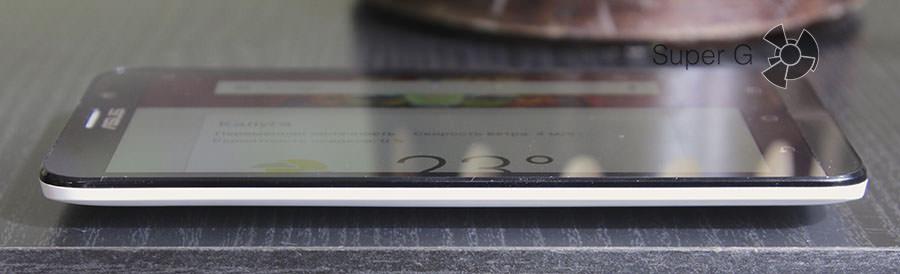 Боковая сторона смартфона Asus Zenfone 2