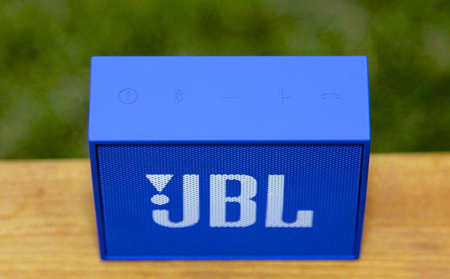 Кнопки управления колонкой JBL GO
