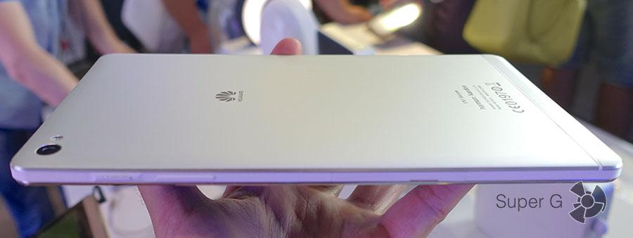 Планшет Huawei MediaPad M2 очень тонкий