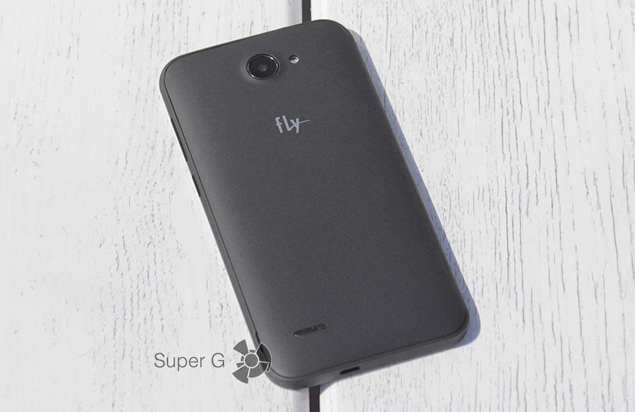 Задняя сторона смартфона Fly Nimbus 4 FS551