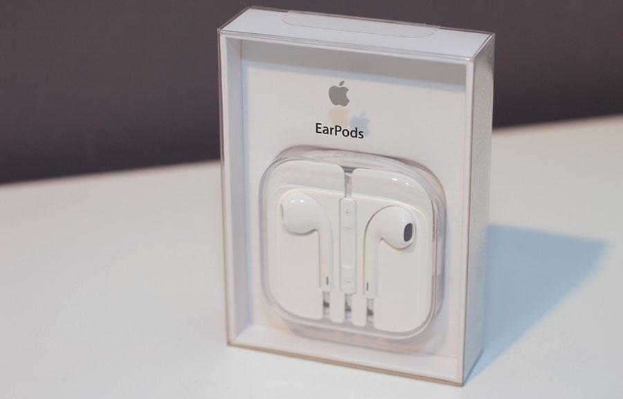 Наушники Apple Earpods и Samsung Level