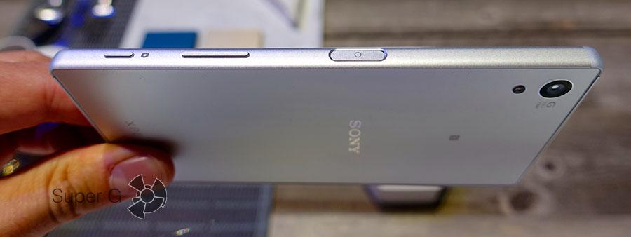 Боковая сторона смартфона Z5
