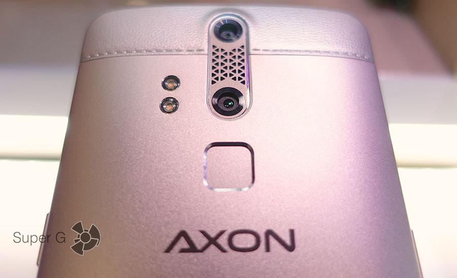 Двойная камера и двойная вспышка в ZTE AXON Elite