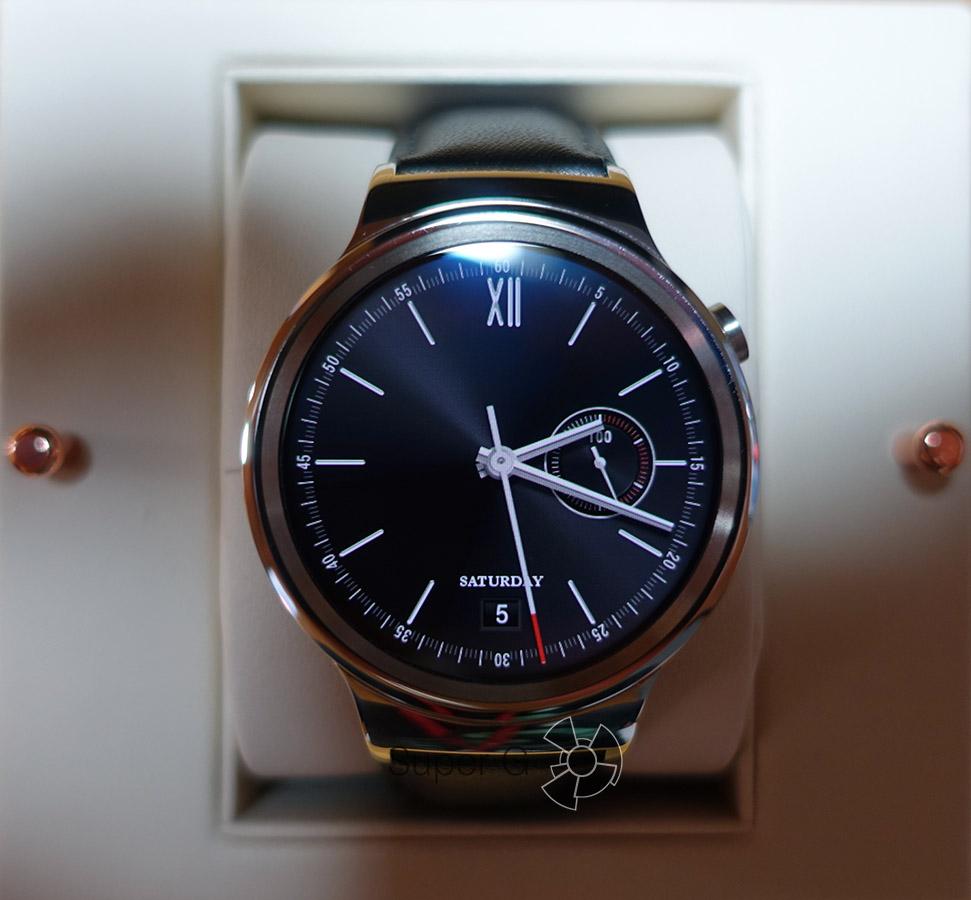 Экран Huawei Watch под прямым углом