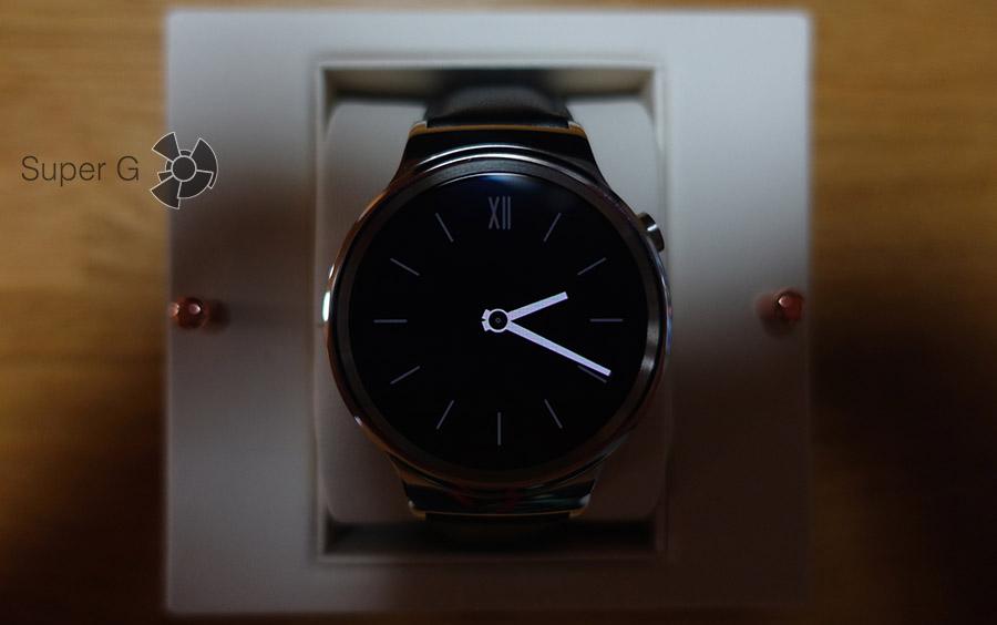 Дисплей в Huawei Watch в неактивном состоянии