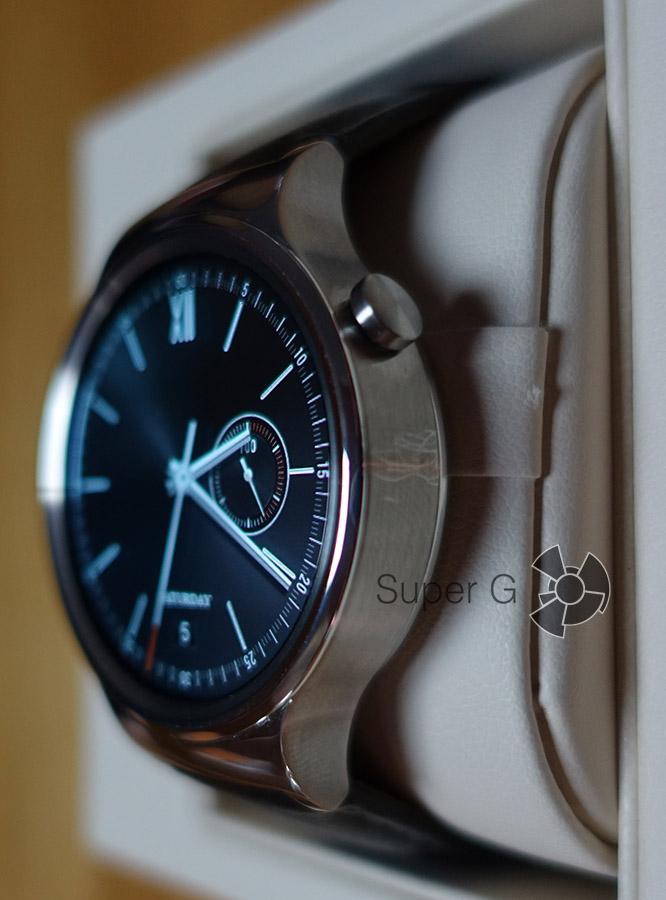 Слегка зеленоватый оттенок в дисплее Huawei Watch