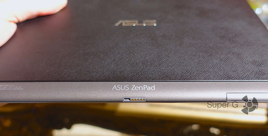 Разъем на корпусе ZenPad 10 для подключения док-станции