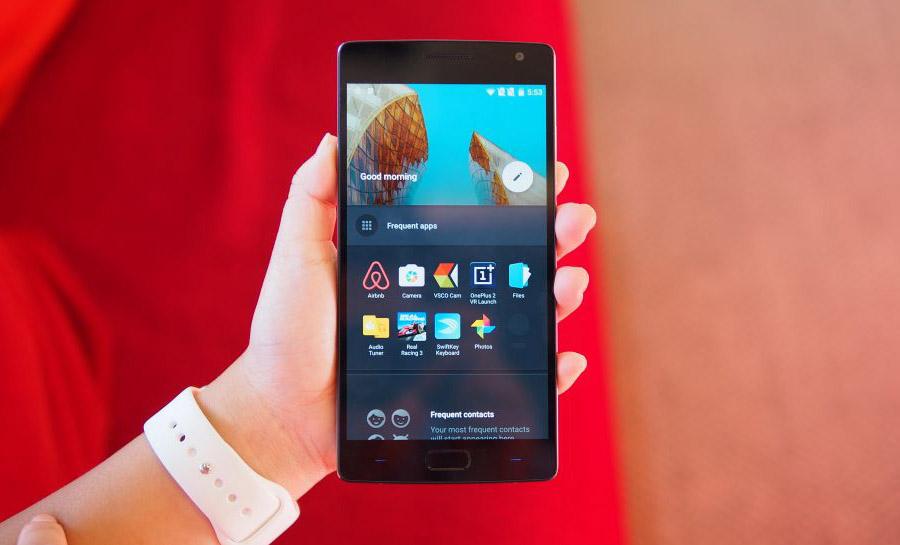 OnePlus 2 в руке (анонс)