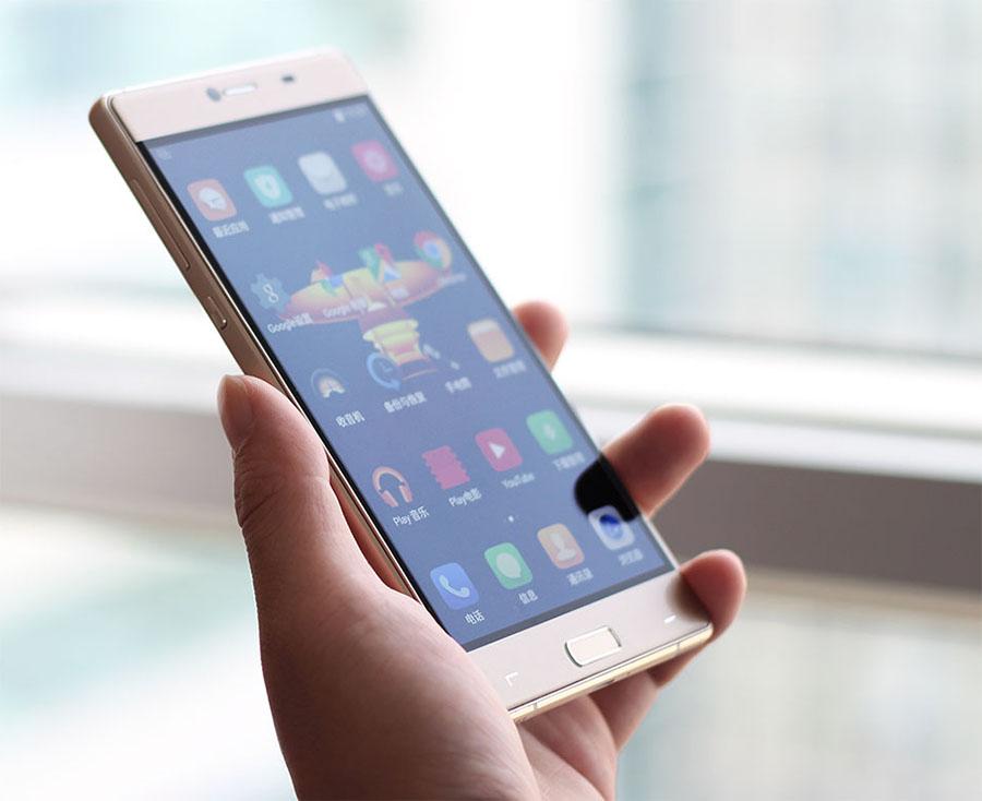 Elephone M2 в руке hands on