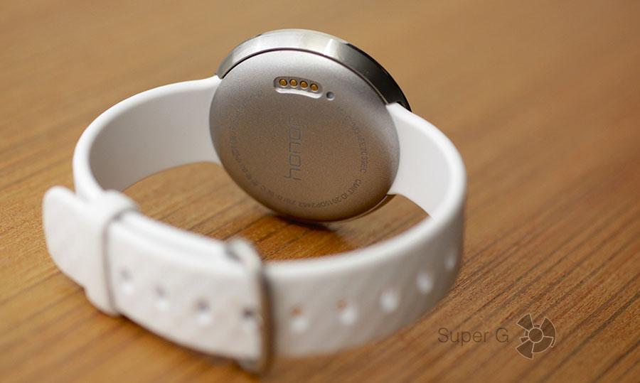 Тыльная сторона браслета Huawei