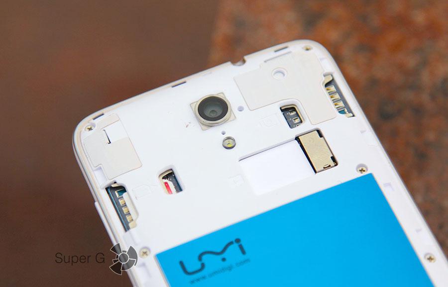 Слоты под SIM-карты и карточку памяти Micro SD