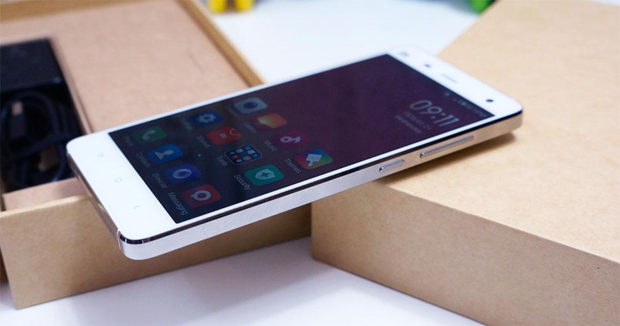 На фото Xiaomi Mi4