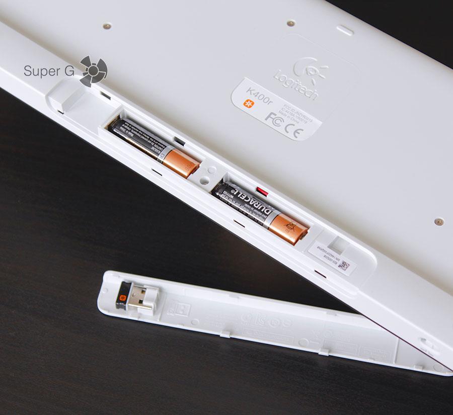 В отсек для батареек вставляется USB-свисток