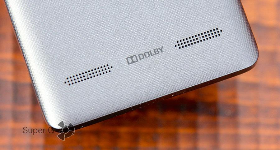 Lenovo A6010 Plus оснащен двумя динамиками