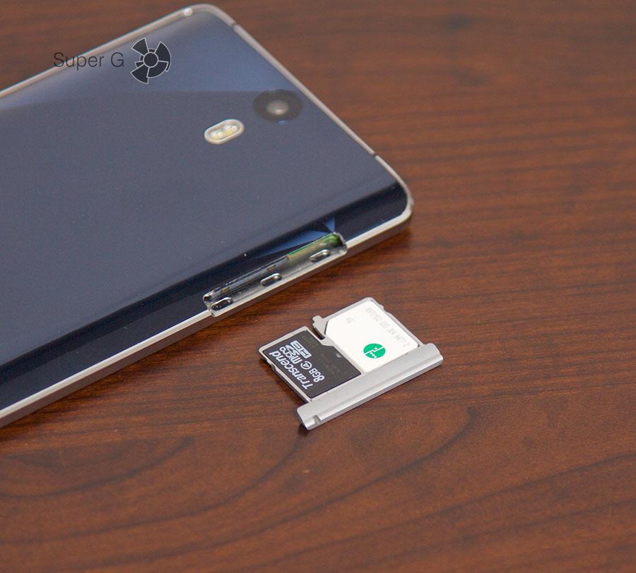 Слот поддерживает одновременную работу и двух Micro SIM, и карты памяти.