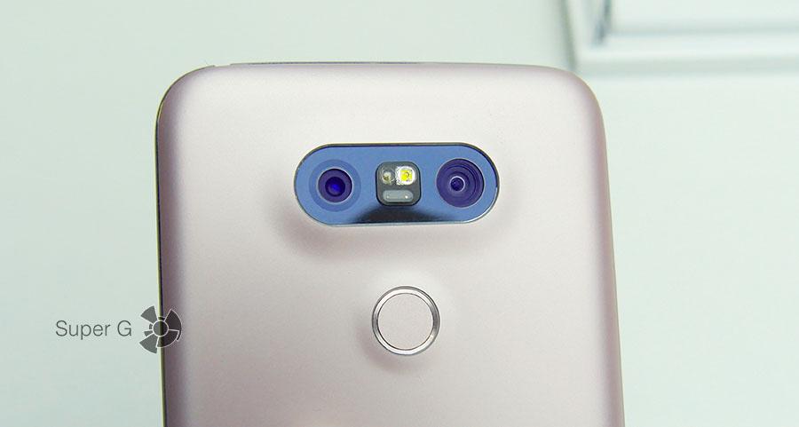 Кнопка включение встроена в сканер отпечатков пальцев или наоборот