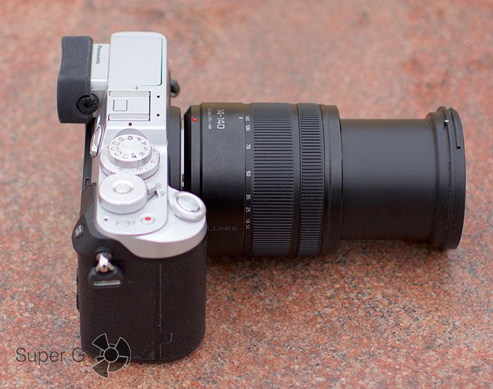 Panasonic DMC-GX8Н с объективом LUMIX G VARIO 14-140 мм положение теле