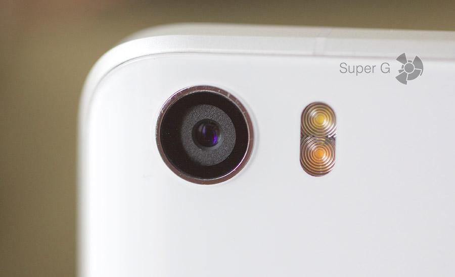 Объектив основной камеры Xiaomi Mi5
