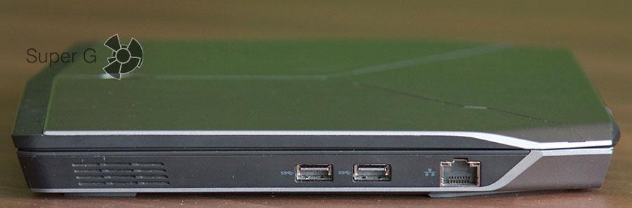 Правая сторона ноутбука Dell Alienware 13