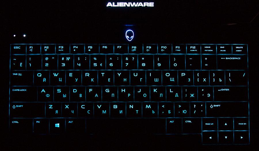 Сине-зеленая подсветка клавиатуры в Dell Alienware 13