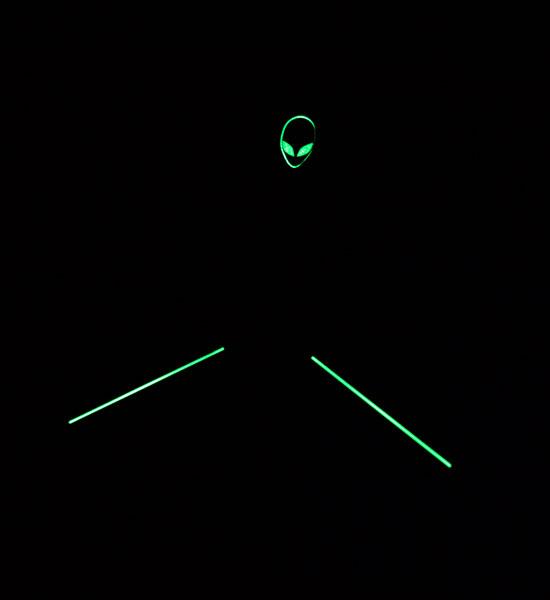 Зеленая подсветка логотипа Dell Alienware