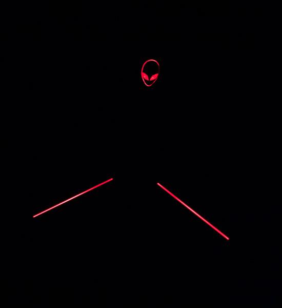 Красная подсветка логотипа Dell Alienware