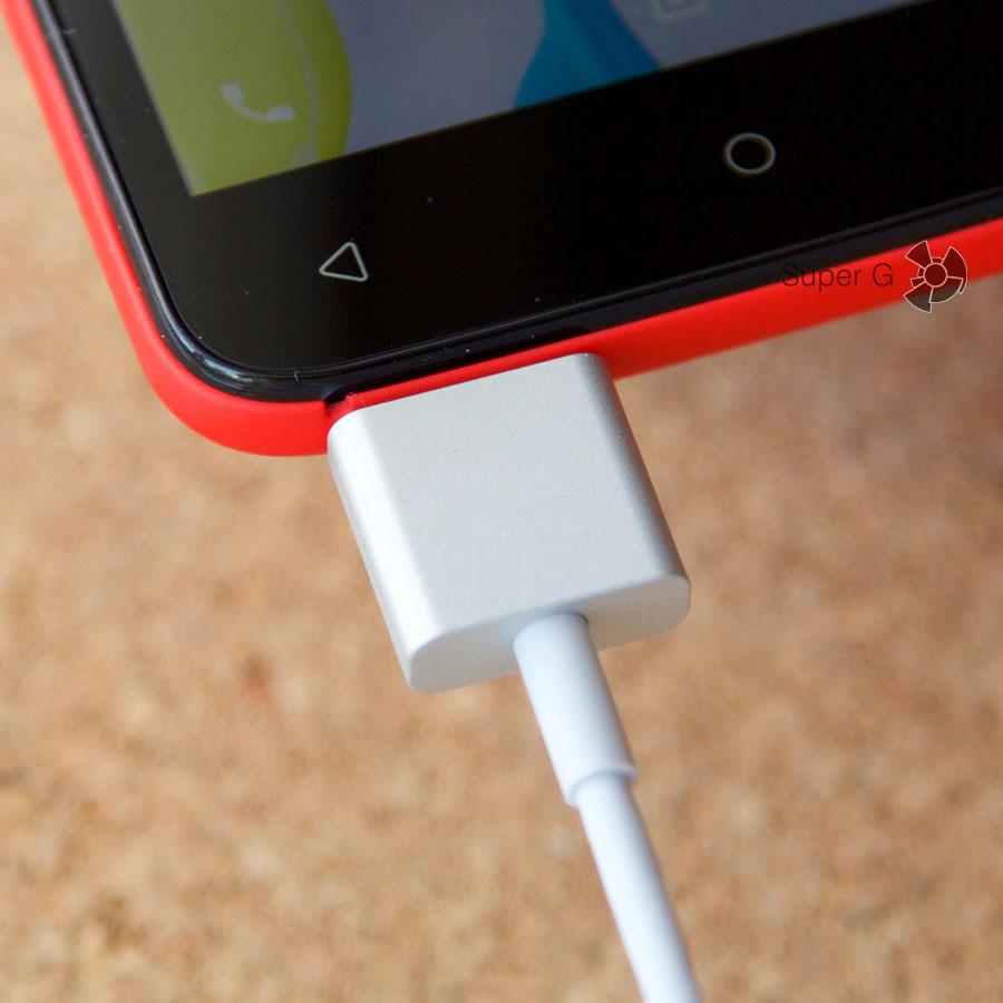Магнитный кабель Micro USB вставляется любой стороной