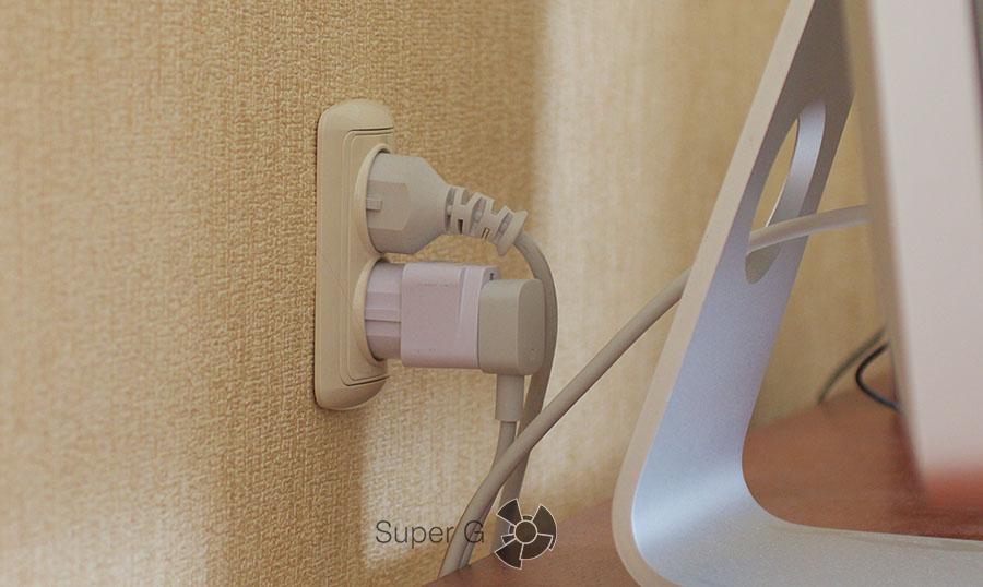 Как выглядит подключение Xiaomi Power Strip через переходник к российской розетке