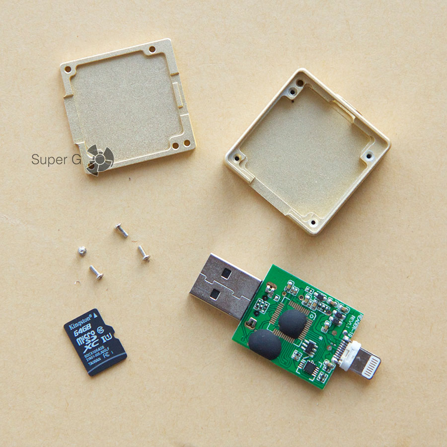 Внутри i-Flash Drive оказалась карточка памяти Kingstone 64 ГБ