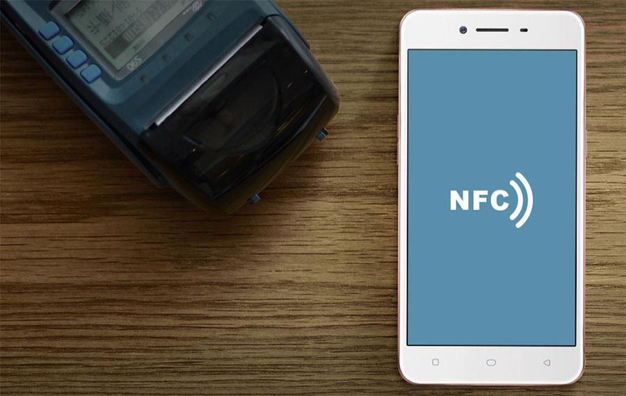 Смартфон Oppo A37 оснащен NFC для беспроводной оплаты
