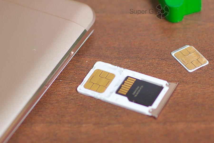 Xiaomi Mi Max оснащен комбинированный слотом под SIM-карты