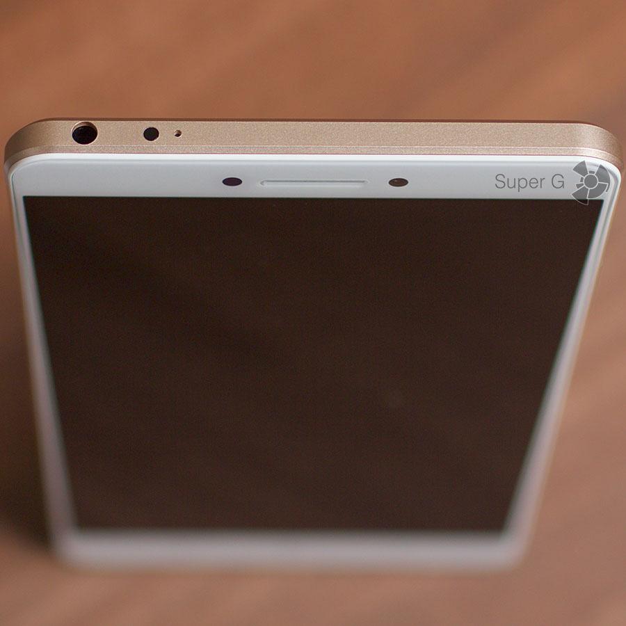 На верхнем торце Xiaomi Mi Max расположен аудиовыход, ИК-порт и микрофон